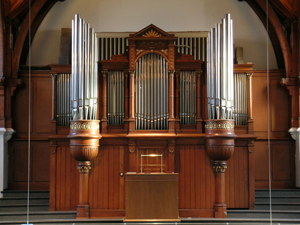 Füglister-Orgel im Gehäuse der ehemaligen Kuhn Orgel