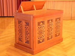 Die kompakte und bewegliche Klop-Truhen-Orgel