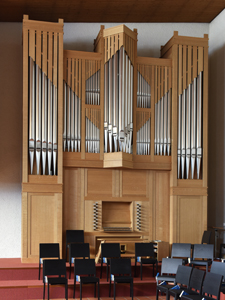 Ansprechender Neo-Barock-Orgel-Prospekt.